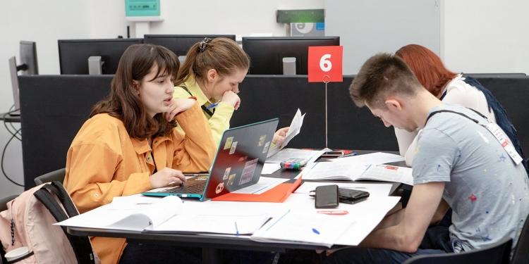 Пять тысяч молодых специалистов борятся за победу во втором этапе Добровольного квалификационного экзамена