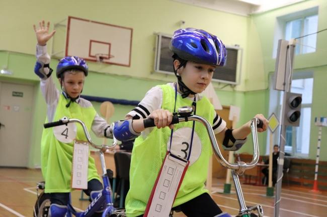 На западе Москвы прошли соревнования школьников «Безопасное колесо»