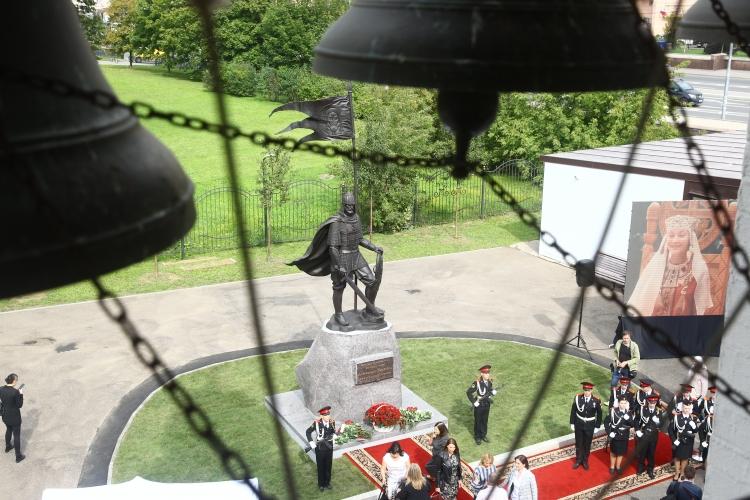 Памятник Александру Невскому установили в районе Проспект Вернадского