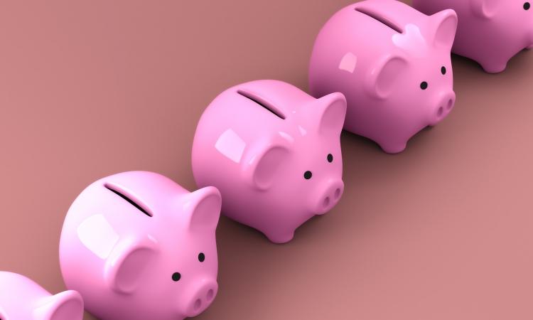 Нужны ли деньги ребенку: отвечает психолог