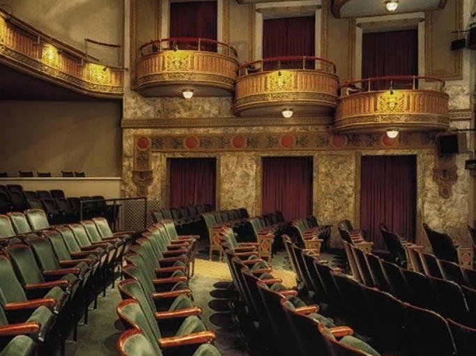 Депутат Мосгордумы Евгений Герасимов пригласил горожан на спектакли Театра Луны
