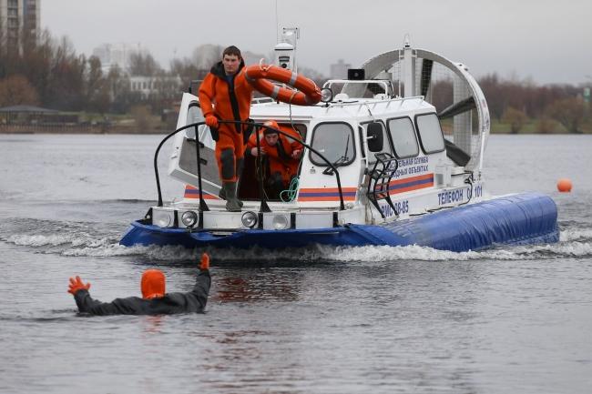 Московские спасатели сообщили о сходе льда на водоемах столицы