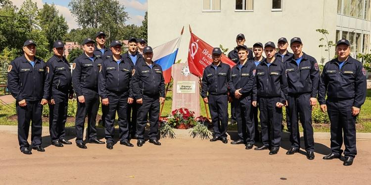 Московские спасатели торжественно открыли сквер 75-летия Победы