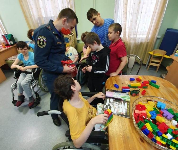 Инспектора ЗАО навестили особенных детей из центра содействия семейному воспитанию «Кунцевский»