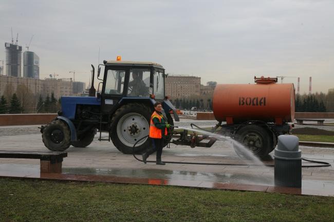 Коммунальные службы запада Москвы привели в порядок округ