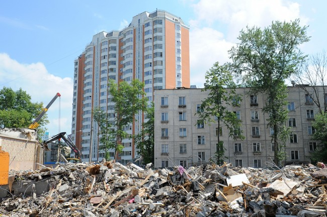 Городские народные избранники добиваются продления программы сноса пятиэтажек в столицеРФ