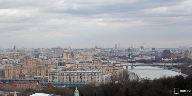 В российской столице продолжают искать источник неприятного запаха