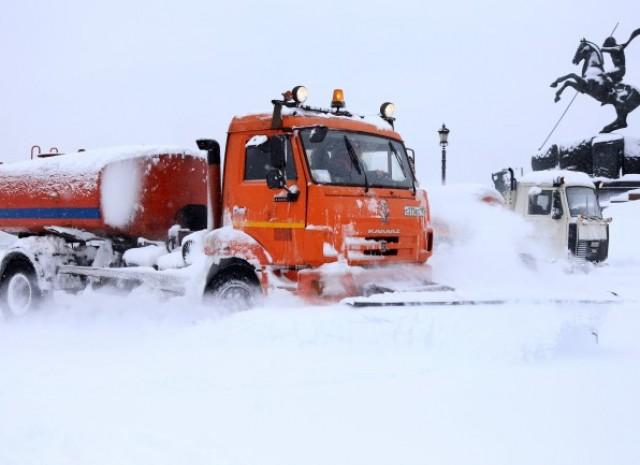 Из-за снега ильда в российской столице  упали семь деревьев