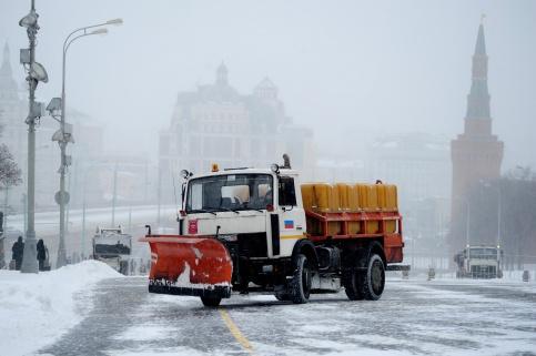 В столицеРФ из-за снегопада коммунальщики будут работать круглые сутки