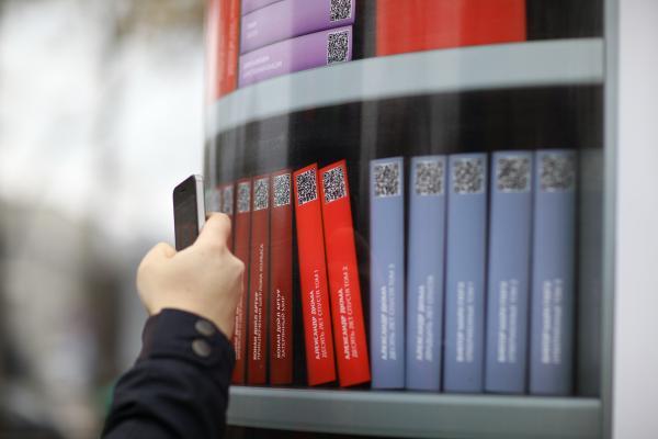 Пассажиры скачали неменее 10 тыс. книжек в«Мобильной библиотеке» наМЦК